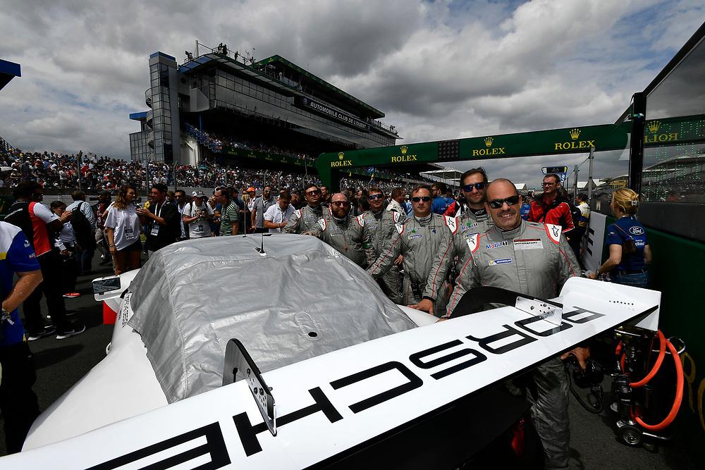 Porsche, pre-race, grid walk, atmosphere<br /> Saturday 16 June 2018<br /> 24 Hours of Le Mans<br /> 2018 24 Hours of Le Mans<br /> Circuit de la Sarthe  FR<br /> World Copyright: Scott R LePage
