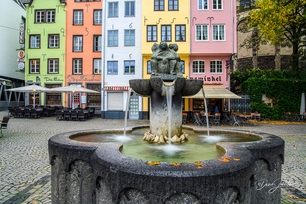 Buildings in Cologne old town overlooking Fischmarkt Square fountain, Cologne, North Rhine-Westphalia , Germany