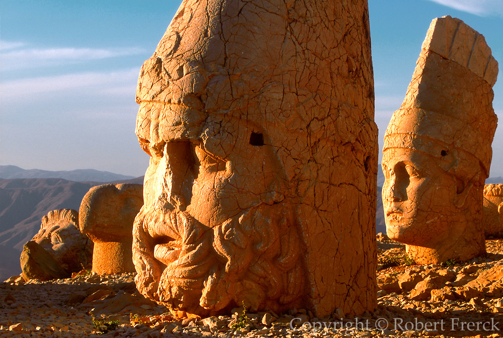 TTURKEY, NEMRUT DAGI shrine to gods and Antiochus I tomb