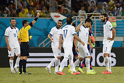 20.06.2014, Estadio das Dunas, Natal, BRA, FIFA WM, Japan vs Griechenland, Gruppe C, im Bild Referee Joel Aguilar (2nd L) gives a red card to Greece's Kostas Katsouranis (2nd R) // during Group C match between Greece and Japan of the FIFA Worldcup Brasil 2014 at the Estadio das Dunas in Natal, Brazil on 2014/06/20. EXPA Pictures © 2014, PhotoCredit: EXPA/ Photoshot/ LUI SIU WAI<br /> <br /> *****ATTENTION - for AUT, SLO, CRO, SRB, BIH, MAZ only*****