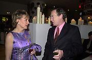 Esther Rantzen and Simon Jenkins. Talk pre-Bafta party. St. Martin's Lane Hotel. London. 24 February 2001. © Copyright Photograph by Dafydd Jones 66 Stockwell Park Rd. London SW9 0DA Tel 020 7733 0108 www.dafjones.com