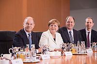14 MAR 2018, BERLIN/GERMANY:<br /> Olaf Scholz, SPD, Bundesminister der Finanzen, Angela Merkel, MdB, CDU, Bundeskanzlerin, Helge Braun, MdB, CDU, Chef des Bundeskanzleramtes und Bundesminister fuer besondere Aufgaben, Hendrik Hoppenstedt, CDU, Staatsminister fuer die Bund-Länder-Beziehungen, vor Beginn der ersten Sitzung des Kabinetts Merkel IV, Kabinettsaal, Bundeskanzleramt<br /> IMAGE: 20180314-02-037<br /> KEYWORDS: Kabinett, Kabinettsitzung, Sitzung,, neues Kabinett