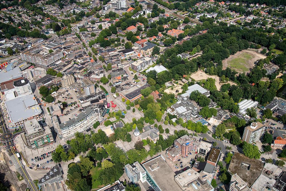 Nederland, Drenthe, Emmen, 27-08-2013; <br /> Centrum van Emmen met Grote of Sint-Pancratiuskerk.  Rechts dierenpark Emme. (v/h Noorder dierenpark.<br /> Center of Emmen (northern Netherlands). Right the Zoo of Emmen.<br /> luchtfoto (toeslag op standaard tarieven);<br /> aerial photo (additional fee required);<br /> copyright foto/photo Siebe Swart.