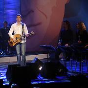 NLD/Utrecht/20060319 - Gala van het Nederlandse lied 2006, Clouseau, Koen Wauters en broer Kris, achtergrondkoor
