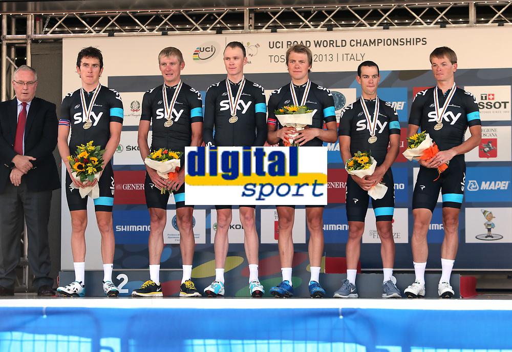 Sykkel<br /> VM 2013<br /> Firenze Italia<br /> 22.09.2013<br /> Foto: Gepa/Digitalsport<br /> NORWAY ONLY<br /> <br /> UCI Strassen Weltmeisterschaften 2013, Strasse, Siegerehrung. Bild zeigt Richie Porte (AUS), Vasil Kiryienka (BLR), Christopher Froome (GBR), Edvald Boasson Hagen (NOR), Geraint Thomas (GBR) und Kanstantsin Siutsou (BLR/ Sky). er