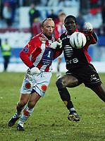 Roar Christensen, Brann. Seyi Olofinjana, Brann. Tippeligaen 2003: Tromsø - Brann 0-1. 26. oktober 2003. (Foto: Peter Tubaas/Digitalsport).