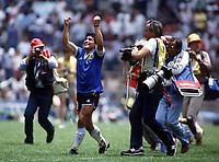 Fotball<br /> England<br /> Foto: Colorsport/Digitalsport<br /> NORWAY ONLY<br /> <br /> Diego Maradona celebrates Argentina's victory. Argentina v England, World Cup, Azteca Stadium, Mexico, 22/06/1986.