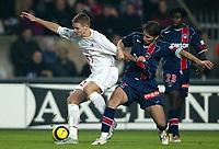 Fotball<br /> Frankrike 2004/05<br /> Paris Saint Germain v Lille<br /> 4. desember 2004<br /> Foto: Digitalsport<br /> NORWAY ONLY<br /> MATHIEU BODMER (LIL) / LORIK CANA (PSG)