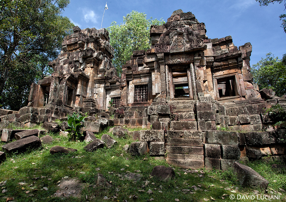 Wat Ek Phnom is a ruined temple located about 14km south-east from Battambang town. Very near the temple is a lake full of lotus flowers.