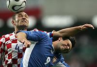 Fotball<br /> Treningskamp<br /> Kroatia v Polen<br /> 03.06.2006<br /> Foto: imago/Digitalsport<br /> NORWAY ONLY<br /> <br /> Robert Kovac (Kroatien, li.) gegen Maciej Zurawski (Polen)