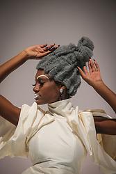 """Show """"Total look a moda preto no branco"""" de Paulo Persil na Hair Brasil - 13ª Feira Internacional de Beleza, Cabelos e Estética, que acontece de 12 a 15 de abril de 2014 das 10h às 20 horas nos Pavilhões do Expo Center Norte. FOTO: Jefferson Bernardes/ Agência Preview"""