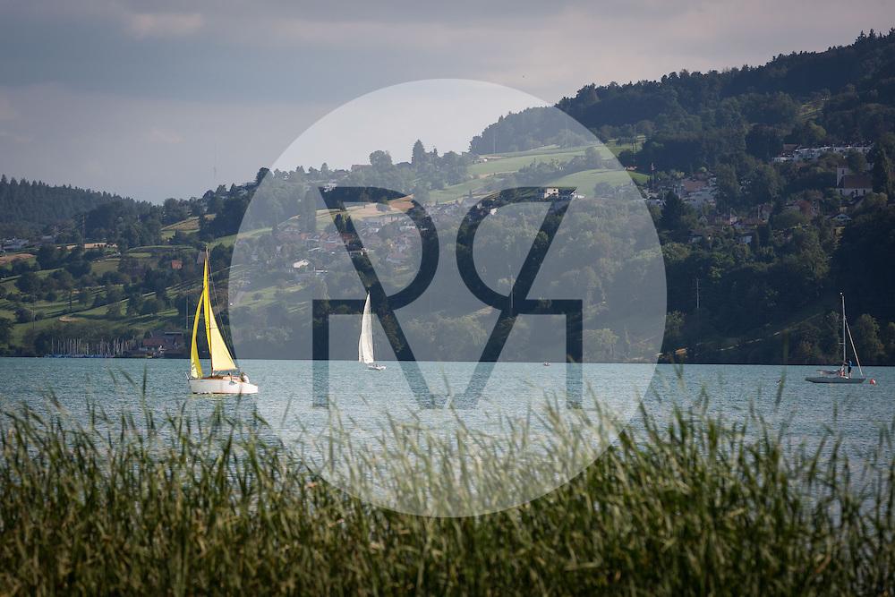 SCHWEIZ - HALLWILERSEE - Blick über den Hallwilersee Richtung Birrwil, hier Segelboote und Schilf - 24. August 2016 © Raphael Hünerfauth - http://huenerfauth.ch