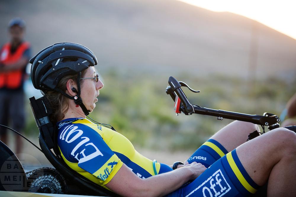 Ellen van Vugt tijdens de vierde racedag. In Battle Mountain (Nevada) wordt ieder jaar de World Human Powered Speed Challenge gehouden. Tijdens deze wedstrijd wordt geprobeerd zo hard mogelijk te fietsen op pure menskracht. Het huidige record staat sinds 2015 op naam van de Canadees Todd Reichert die 139,45 km/h reed. De deelnemers bestaan zowel uit teams van universiteiten als uit hobbyisten. Met de gestroomlijnde fietsen willen ze laten zien wat mogelijk is met menskracht. De speciale ligfietsen kunnen gezien worden als de Formule 1 van het fietsen. De kennis die wordt opgedaan wordt ook gebruikt om duurzaam vervoer verder te ontwikkelen.<br /> <br /> In Battle Mountain (Nevada) each year the World Human Powered Speed Challenge is held. During this race they try to ride on pure manpower as hard as possible. Since 2015 the Canadian Todd Reichert is record holder with a speed of 136,45 km/h. The participants consist of both teams from universities and from hobbyists. With the sleek bikes they want to show what is possible with human power. The special recumbent bicycles can be seen as the Formula 1 of the bicycle. The knowledge gained is also used to develop sustainable transport.