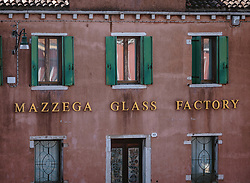 "THEMENBILD - Hausfassade in Murano mit der Aufschrift ""Mazzega Glass Factory"", aufgenommen am 05. Oktober 2019 in Venedig, Italien // House facade in Murano with the inscription ""Mazzega Glass Factory"", in Venice, Italy on 2019/10/05. EXPA Pictures © 2019, PhotoCredit: EXPA/Stefanie Oberhauser"
