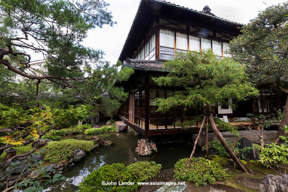 The Nawikawa Cloisonné Museum is located in a small villa lost in the narrow streets south of Heian Jingu. This residence, built in 1894, was the home of Namikawa Yasuyuki an artist of the Meiji and Taisho periods. Namikawa started his career of cloisonné artist at 28. Cloisonne is an old technique for decorating metallic objects. It consists in building wire frame enclosures in which enamel of different colors is poured. Every outline of every coloured region in the drawing is first delimited by wires, then enamel is poured and the piece is cooked, and finally polished. The museum has around 130 pieces from Namikawa. Namikawa earned a few international prizes, among which is the Exposition Internationale de Paris. This made him famous worldwide and resulted in many foreigners visiting him in Kyoto. The villa also has many sliding partitions that use glass instead of rice paper which was very unusual at the time. Besides the museum, the villa has a nice photogenic garden with a pond that reaches under the main building making it appear to float upon the pond.