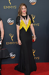 Amanda Peet bei der Verleihung der 68. Primetime Emmy Awards in Los Angeles / 180916<br /> <br /> *** 68th Primetime Emmy Awards in Los Angeles, California on September 18th, 2016***