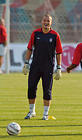 Fotball<br /> England trener foran kampen mot Polen<br /> 07.09.2004<br /> Foto: SBI/Digitalsport<br /> NORWAY ONLY<br /> <br /> England's Paul Robinson is all smiles as he knows he might be given a starting berth