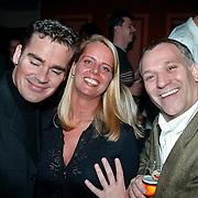 Opening cafe Sven & Dave, Jeroen van der Boom, Frank Wisse zit aan de borsten van de vriendin van Dave Heinerman