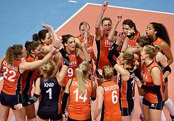 08-01-2016 TUR: European Olympic Qualification Tournament Nederland - Italie, Ankara<br /> De volleybaldames hebben op overtuigende wijze de finale van het olympisch kwalificatietoernooi in Ankara bereikt. Italië werd in de halve finales met 3-0 (25-23, 25-21, 25-19) aan de kant gezet / Let go Orange, yell
