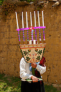 A WOMAN HOLDING A CANDELABRUM WITH AN IMAGE OF THE SACRED CHALICE. DURING THE PROCESSION IN HONOR TO THE LORD OF GUALAMITA. ¨SEN?OR DE GUALAMITA¨.