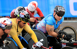 David Weir (right) at the start of the World Para Athletics Marathon World Cup Wheelchair Races of the Virgin Money London Marathon, London. PRESS ASSOCIATION. Picture date: Sunday April 23, 2017. See PA story ATHLETICS Marathon. Photo credit should read: Adam Davy/PA Wire