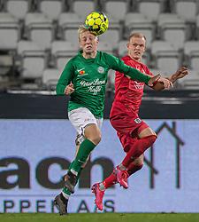 Mads Aaquist (Viborg FF) og Philip Rejnhold (FC Helsingør) under kampen i 1. Division mellem Viborg FF og FC Helsingør den 30. oktober 2020 på Energi Viborg Arena (Foto: Claus Birch).