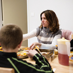 Repas avec les parents, en prive dans la Maison Des Rencontres de La Chaumiere, Maison d'enfants à caractere social. Vilcey-sur-Trey (54), France. 10 mars 2010. Photo : Antoine Doyen