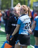 BLOEMENDAAL -  Vreugde bij HGC na   de  tweede play out wedstrijd tussen de vrouwen van Bloemendaal en HGC (0-1) . keeper Kiki Gunneman en Lisa Harteveld.  COPYRIGHT KOEN SUYK