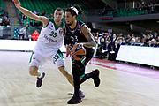 DESCRIZIONE : Siena Eurolega Euroleague 2013-14 MPS Zielona Montepaschi Siena<br /> GIOCATORE : Daniel Hackett<br /> CATEGORIA : palleggio<br /> SQUADRA : Montepaschi Siena<br /> EVENTO : Eurolega Euroleague 2013-2014<br /> GARA : MPS Zielona Montepaschi Siena<br /> DATA : 05/12/2013<br /> SPORT : Pallacanestro <br /> AUTORE : Agenzia Ciamillo-Castoria/ P.Lazzeroni<br /> Galleria : Eurolega Euroleague 2013-2014  <br /> Fotonotizia : Siena Eurolega Euroleague 2013-14 MPS Zielona Montepaschi Siena<br /> Predefinita :