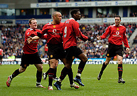 Photo: Jed Wee.<br />Bolton Wanderers v Manchester United. The Barclays Premiership. 01/04/2006.<br />Manchester United celebrate with goalscorer Louis Saha.