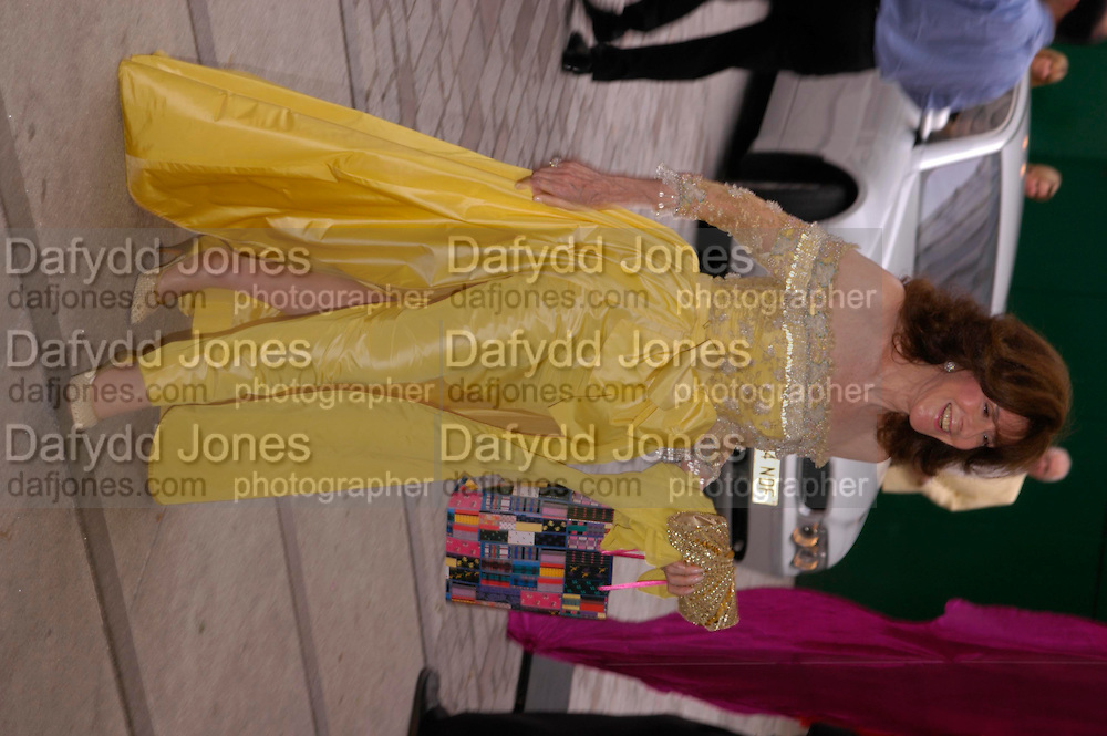 Patricia Martell ( yellow) . Fundraising Ball at the Royal academy. Piccadilly. 20 June 2005. ONE TIME USE ONLY - DO NOT ARCHIVE  © Copyright Photograph by Dafydd Jones 66 Stockwell Park Rd. London SW9 0DA Tel 020 7733 0108 www.dafjones.com