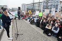 """22 MAR 2019, BERLIN/GERMANY:<br /> Luisa Neubauer, Aktivistin, Geografiestudentin und Mitbegruenderin der Schuelerproteste, spricht auf einer Demo """"Fridays for Future"""" fuer mehr Klimaschutz, Invalidenpark<br /> IMAGE: 20190322-01-061<br /> KEYWORDS: Demonstration, Protest, portester, Youth, Clima, climate change, Demonstranten, Klimarettung, Demo, Schulstreik, Streik, Schüler, Klimawandel."""