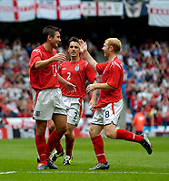 Fotball<br /> Foto: Jed Wee, Digitalsport<br /> NORWAY ONLY<br /> England v Island<br /> <br /> England v Iceland, Manchester Tournament, 05/06/2004.<br /> England's Frank Lampard (L) celebrates with Paul Scholes (R) and Gary Neville after scoring.