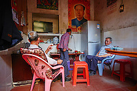 "Chine, Province du Fujian, village de Chuxi, maison forteresse en terre et en bois où logent les membres d'une meme famille de l'ethnie Hakka, inscrit au patrimoine mondial de l'Unesco, cuisine d'une habitation // China, Fujian province, Chuxi village, Tulou mud house. well known as the Hakka Tulou region, in Fujian. In 2008, UNESCO granted the Tulou ""Apartments"" World Heritage Status, siting the buildings as exceptional examples of a building tradition and function exemplifying a particular type of communal living and defensive organization. The Fujian Tulou is ""the most extraordinary type of Chinese rural dwellings"" of the Hakka minority group and other people in the mountainous areas in southwestern Fujian, kitchen of private house"