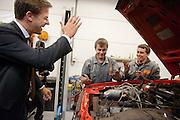 Mark Rutte groet twee leerlingen van het Automotive College in Nieuwegein. Minister-president Mark Rutte bezoekt het ROC in Nieuwegein om het schooljaar van ROC Midden-Nederland af te trappen. Na een bezoek aan de horeca-afdeling bezoekt Rutte het Automotive College, een samenwerking van het ROC met brancheorganisatie Innovam.<br /> <br /> Mark Rutte greets two students from the Automotive College in Nieuwegein. Prime Minister Mark Rutte visits to the ROC in Nieuwegein, to start the school season of the ROC Midden-Nederland. After a visit to the catering department Rutte visit the Automotive College, a collaboration of the ROC with Innovam.