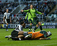 Photo. Andrew Unwin, Digitalsport<br /> Newcastle United v Sporting Lisbon, Uefa Cup Quarter Final First Leg, St James' Park, Newcastle upon Tyne 07/04/2005.<br /> Sporting's goalkeeper, Ricardo, holds his face in agony after a collision with Newcastle's Shola Ameobi (L).