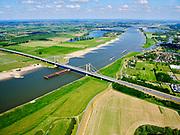 Nederland, Gelderland, gemeente West Maas en Waal; 14–05-2020; Waalbandijk ten oosten van Wamel. Naast de verbrede dijk zijn populieren geplant. Rivier de Waal met Prins Willem Alexanderbrugg.<br /> Waalbandijk east of Wamel. Poplars have been planted next to the widened dike. River Waal with Prins Alexanderbridge.<br /> luchtfoto (toeslag op standaard tarieven);<br /> aerial photo (additional fee required)<br /> copyright © 2020 foto/photo Siebe Swart