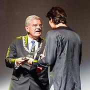 NLD/Utrecht/20150923 - Opening NFF 2015, filmpremiere J. Kessels, burgemeester Utrecht Jan van Zanen aan Filmprijs van de Stad Utrecht voor Jona Honer