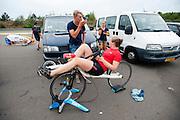 Trainer Taco geeft Lieske Yntema de laatste instructies. Het Human Power Team Delft en Amsterdam (HPT), dat bestaat uit studenten van de TU Delft en de VU Amsterdam, is in Senftenberg voor een poging het laagland sprintrecord te verbreken op de Dekrabaan. In september wil het HPT daarna een poging doen het wereldrecord snelfietsen te verbreken, dat nu op 133 km/h staat tijdens de World Human Powered Speed Challenge.<br /> <br /> Trainer Taco gives Lieske Yntema the last instructions. With the special recumbent bike the Human Power Team Delft and Amsterdam, consisting of students of the TU Delft and the VU Amsterdam, is in Senftenberg (Germany) for the attempt to set a new lowland sprint record on a bicycle. They also wants to set a new world record cycling in September at the World Human Powered Speed Challenge. The current speed record is 133 km/h.