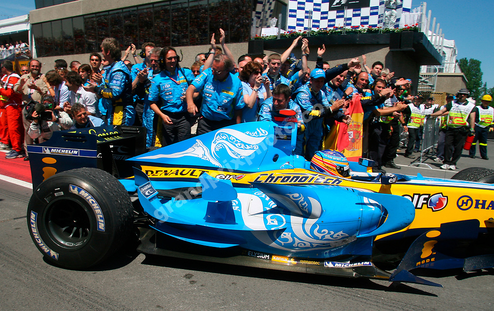 Fernando Alonso and happy Renault mechanics art the end of the 2006 Canadian Grand Prix at the Circuit Gilles Villeneuve in Montreal. Photo: Grand Prix Photo