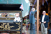 ORGAN GRINDER, Pimlico Road party. 22 June 2010. -DO NOT ARCHIVE-© Copyright Photograph by Dafydd Jones. 248 Clapham Rd. London SW9 0PZ. Tel 0207 820 0771. www.dafjones.com.