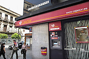 Spanje, Cordoba, 6-5-2010Een vestiging, filiaal, van de bank Cajasur, en spaarbank die in de problemen is gekomen. In Spanje gaat het slecht met de economie en het financiele systeem. 20% werkeloosheid en spaarbanken die in de problemen zijn gekomen. Men wil niet met Griekenland vergeleken worden, maar de tekenen voorspellen niet veel goeds.In Spain the economy and financial system is in bad shape. 20% Unemployment and savings banks that have come into trouble. They do not want to be compared with Greece, but the signs do not predict much good.Foto: Flip Franssen/Hollandse Hoogte