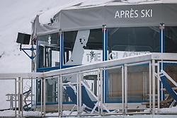 THEMENBILD - geschlossener Apres Ski Schirm am Skigebiet Kitzsteinhorn, aufgenommen am 21. Oktober 2020 in Kaprun, Österreich // closed Apres Ski parasol at the Kitzsteinhorn ski resort, Kaprun, Austria on 2020/10/21. EXPA Pictures © 2020, PhotoCredit: EXPA/ JFK