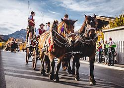 THEMENBILD - ein Pferdegespann beim Umzug. Der Leonhardiritt ist eine Prozession zu Pferd, die zum Brauchtum im Österreich- Bayrischen- Raum zählt. Sie findet zu Ehren des hl. Leonhard statt, welcher Schutzpatron landwirtschaftlicher Tiere, Gefangener und Bergleute ist, aufgenommen am 06. November 2018, Leogang, Österreich // The Leonhardiritt is a procession by horse, which counts to the Tradition in Austria- Bavarian area. It is held in honor of St. Leonhard, which is the patron of agricultural animals, prisoners and miners on 2018/11/06, Leogang, Austria. EXPA Pictures © 2018, PhotoCredit: EXPA/ Stefanie Oberhauser