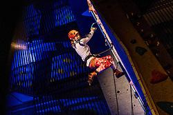 17-12-2016 NED: 2e Petzl NK IJsklimmen, Utrecht<br /> Bij klimmuur Kalymnos in Utrecht werd voor de tweede keer het NK IJsklimmen georganiseerd / De regerend kampioen Marianne van der Steen heeft opnieuw haar superioriteit getoond op het verticale ijs. Van der Steen klom steady naar boven, maar wist net niet binnen de tijd het allerlaatste greepje te bereiken. Toch was het genoeg voor de overwinning