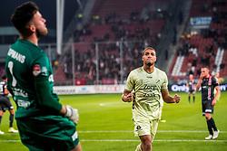 27-09-2018 NED: FC Utrecht - MVV Maastricht, Utrecht<br /> Cyriel Dessers #11 of FC Utrecht scoort de 1-0 uit een penalty. Luuk Koopmans #1 of MVV verslagen