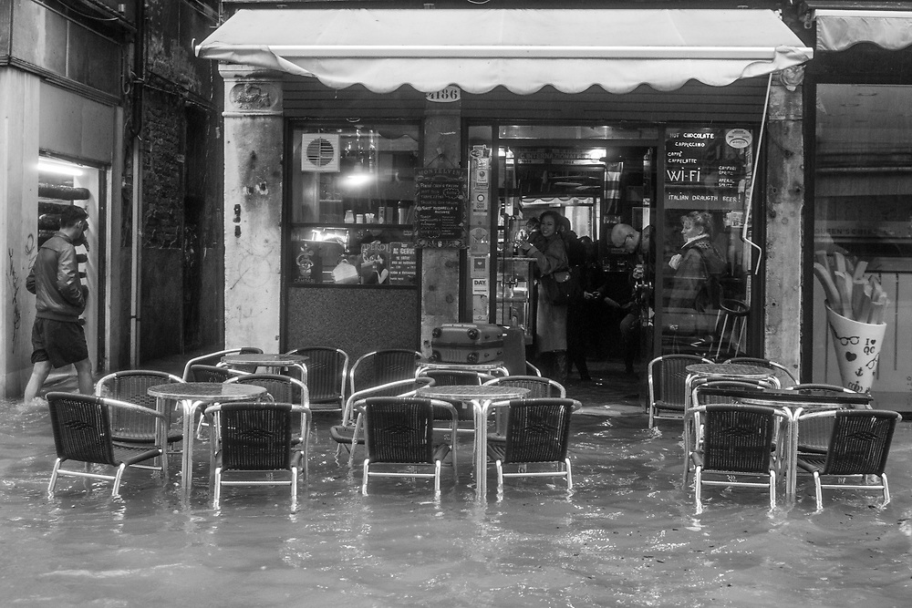Venice, Italy. 29 October, 2018.  Citizens and tourist inside a flooded bar in Cannaregio district take drinks during the high tide on October 29, 2018, in Venice, Italy. This is a selection of pictures of different areas of Venice that the press has not covered, were resident live and every year they have to struggle with the high tide. Due to the exceptional level of the 'acqua alta' or 'High Tide' that reached 156 cm today, Venetian schools and hospitals were closed by the authorities, and citizens were advised against leaving their homes. This level of High Tide has been reached in 1979. © Simone Padovani / Awakening / Alamy Live News