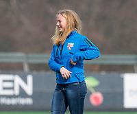 BLOEMENDAAL - hockey - Competitie Landelijk meisjes : Bloemendaal MB1-Den Bosch MB1 (1-1). assistent coach Laurien Boot. COPYRIGHT KOEN SUYK