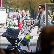 NLD/Amsterdam/20171014 - Besloten erdenkingsdienst overleden burgemeester Eberhard van der Laan, Leco van Zadelhoff en dochter Robbie van Zadelhoff