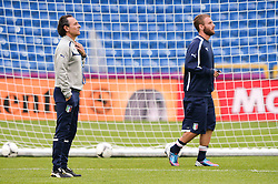 12.06.2012, Staedtisches Stadion, Posen, POL, UEFA EURO 2012, Italien, Training, im Bild  TRENER (COACH) CESARE PRANDELLI, DANIELE DE ROSSI during the during EURO 2012 Trainingssession of Italy national team, at the SMunicipal Stadium in Poznan, Poland on 2012/06/13